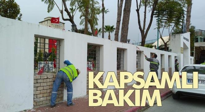 Mersin Büyükşehir Belediyesi Ekiplerinden Tarsus Şehitliğinde Kapsamlı Temizlik ve Bakım Çalışması