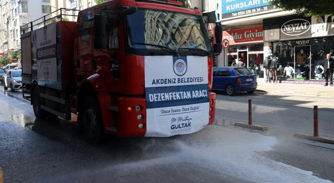 Mersin Akdeniz İlçesinde Belediye Tarafından Cadde ve Sokaklar Koronavirüse Karşı Dezenfekte Ediliyor