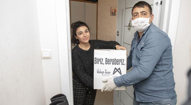 Ülkelerine Dönemeyen Mersin'deki Yabancı Uyruklu Öğrencilere Gıda Yardımı Yapıldı