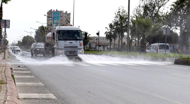 Mersin'de Cadde ve Bulvarlar Koronavirüs'e Karşı Temizlendi