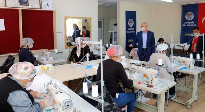 Akdeniz Belediyesi'nin Mahalle Evlerinde Üretilen Tıbbi Maske Sayısı 5 Bine Yükseldi