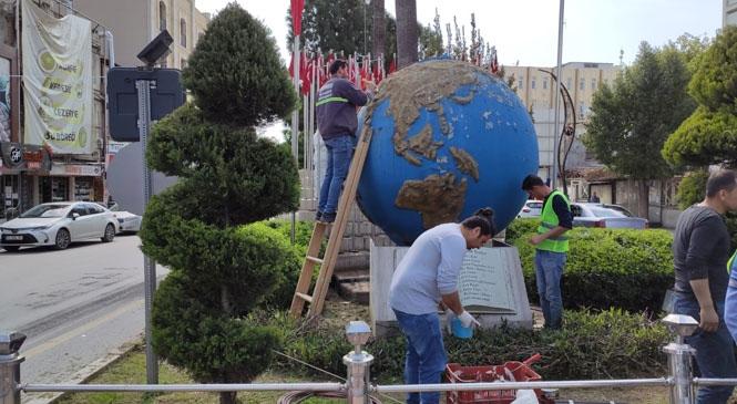 """Büyükşehir, """"Dünya Kenti Tarsus"""" Heykeline Detaylı Bakım Yaptı"""