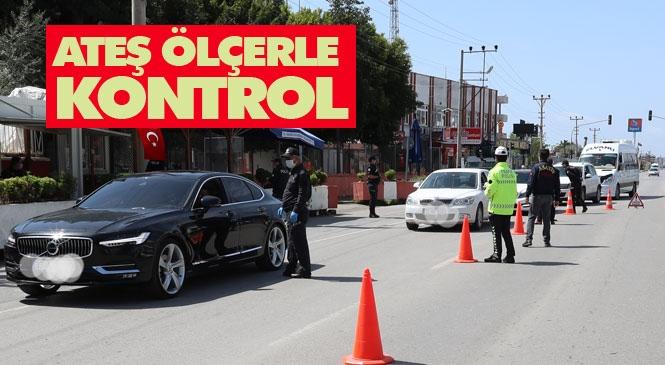Mersin'deki Polis Kontrol Noktalarında Alkolmetrenin Yerine Koronavirüs Tedbirleri Kapsamında Ateş Ölçer Kullanılıyor