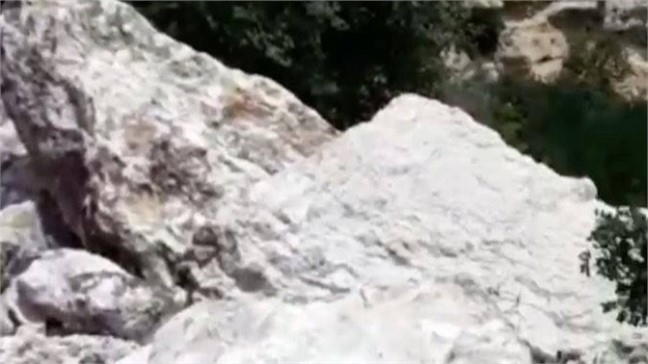 Mersin Tarsus'ta Tonlarca Ağırlıktaki Kayalar, 10 Köyün Ulaşımını Sağlayan Yola Düştü