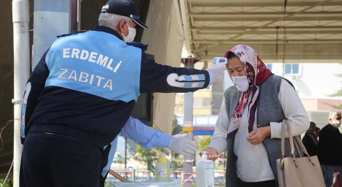 Mersin Erdemli'deki Pazar Yerlerinde Vatandaşlara Ücretsiz Maske Dağıtıldı