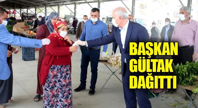 Akdeniz Belediye Başkanı Gültak, Vatandaşlara Maske, Eldiven ve Dezenfektan Dağıttı