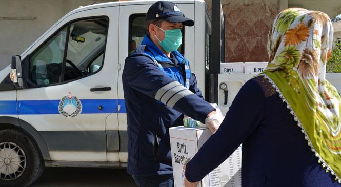 Sahilde Satış Yapan Seyyar Satıcılar, Araçlarını Kızağa Çekti, Büyükşehir Sıkıntılarına Çare Oldu