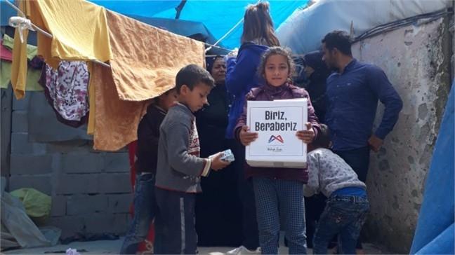 Çadırda Kalan Tarım İşçilerine Büyükşehir'den Sağlık Taraması ve Gıda Kolisi