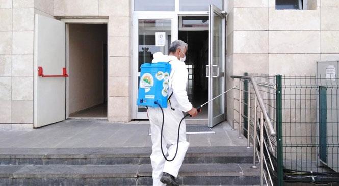 Toroslar Belediyesi, Yeni Koronavirüs (covid-19) Salgınına Karşı Gerçekleştirdiği Dezenfeksiyon Çalışmalarını En Üst Seviyeye Çıkardı