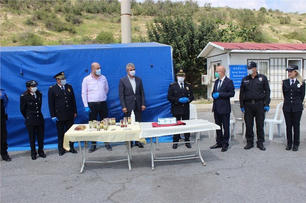Tarsus Gazeteciler Cemiyetinden Kontrol Noktasında Pastalı '