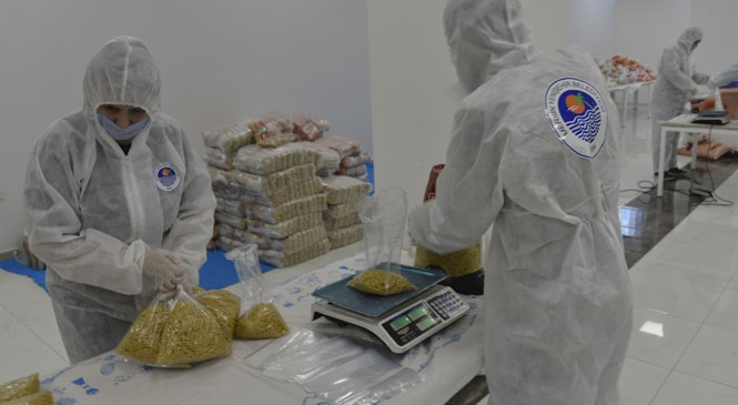 Yenişehir'de Gıda Paketleri Özenle Hazırlanıyor