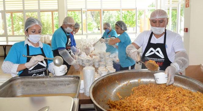 Büyükşehir Belediyesi Aşhanesi, Tarsus'ta Faaliyetlerine Başladı! İhtiyaç Sahibi Vatandaşlara Büyükşehir'den Sıcak Yemek