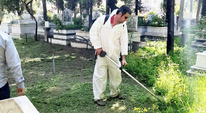 Bahar Aylarının Gelmesiyle Birlikte Mersin Büyükşehir'den, Tarsus'ta Mahalle Mezarlıklarında Kapsamlı Bakım Çalışması