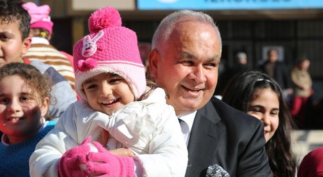 """Tollu: """"Gelecek Çocuklarımızın Elindedir"""" Belediye Başkanı Mükerrem Tollu'dan 23 Nisan Kutlaması"""
