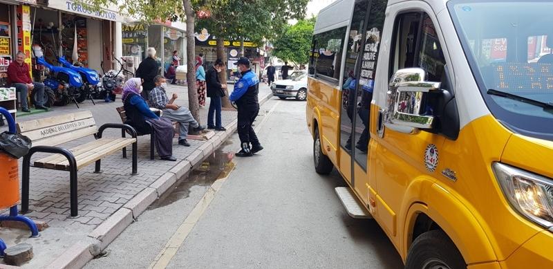 Mersin Polisi Duraklarda Bekleyen Vatandaşları Covid-19 Hakkında Bilgilendirildi