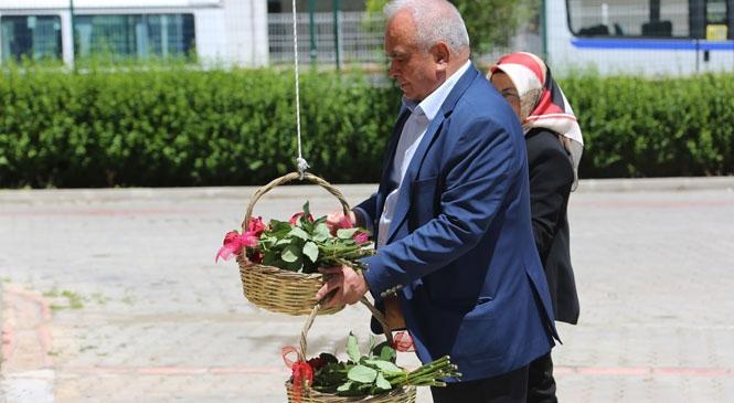 Başkan Tollu'dan Annelere Sepet Dolusu Gül! Annelerin Sepeti Güllerle Doldu