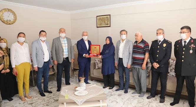Başkan Gültak, Şehit Annelerini ve 100 Yaşını Geride Bırakan Anneleri Ziyaret Etti