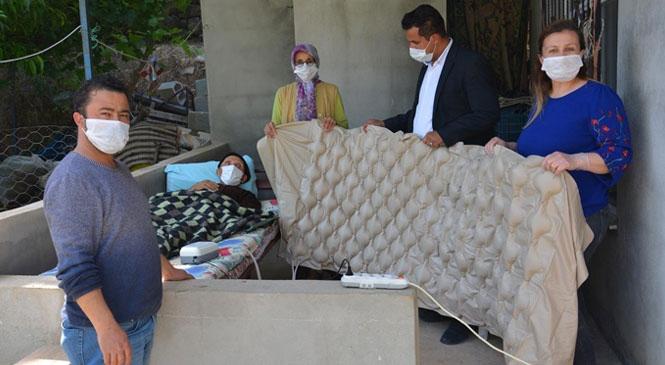 Mersin'de Gülnar Belediyesi Tarafından Engelliler Haftasında Engelli Vatandaşa Hasta Yatağı Hediye Edildi