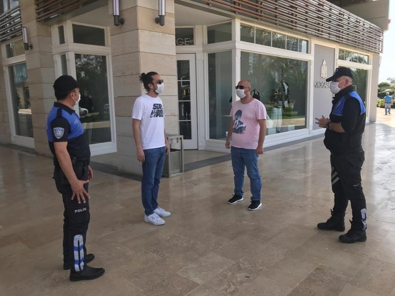 Mersin'deki Alışveriş Merkezlerinde Polis Tarafından Bilgilendirme Yapıldı