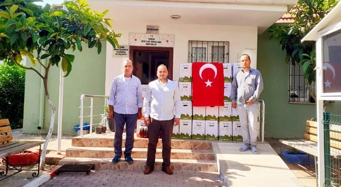 Mersin Tarsus'ta Muhtar, Maaşıyla İhtiyaç Sahiplerine Gıda Kolisi Dağıttı