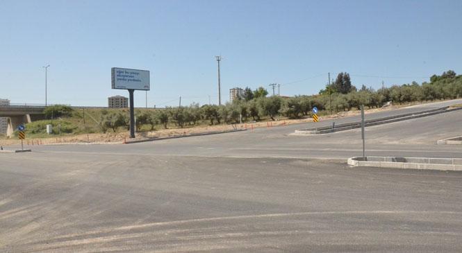 Mersin Büyükşehir Belediyesi, Trafik Akışında Sıkıntı Yaşanan Kavşağa Çözüm Getirdi