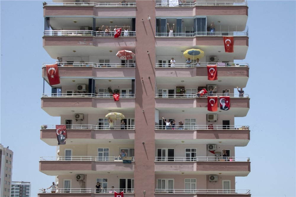 Mersin'de Marşlar ve Şarkılar Yarınlar İçin Seslendirildi! Milli Sporcular da Konvoyda 19 Mayıs Coşkusuna Katıldı