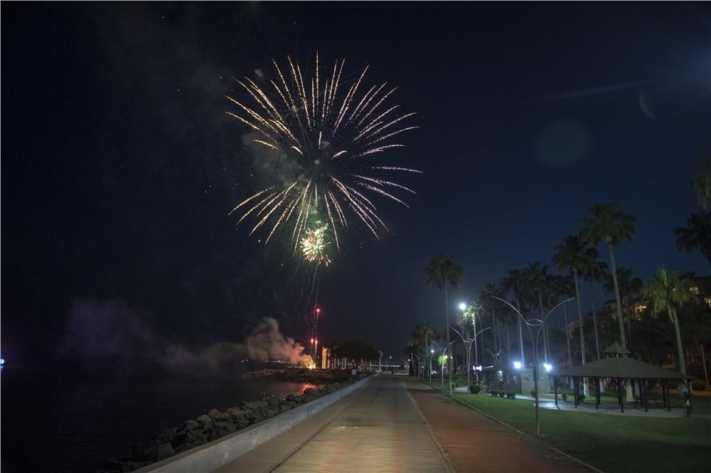 Mersin'de 19 Mayıs Akşamı Gökte Havai Fişek, Denizde ise Tekneli Kutlama! ''Her Şey Güzel Olacak'' Şarkısıyla Başlayan 19 Mayıs Kutlamaları Mersin'de Gün Boyu Sürdü