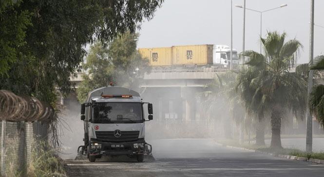Temiz Bir Mersin İçin Kent Genelinde Bayram Temizliği Yapan Büyükşehir Ekipleri, Özgürlük Mahallesi'nde Temizlik Çalışması Gerçekleştirdi