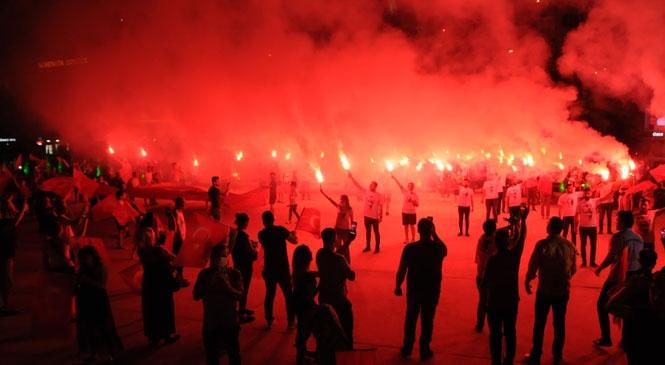 Yenişehir'de Muhteşem Bayram Coşkusu! Bayram Coşkusu Tüm Kenti Sardı