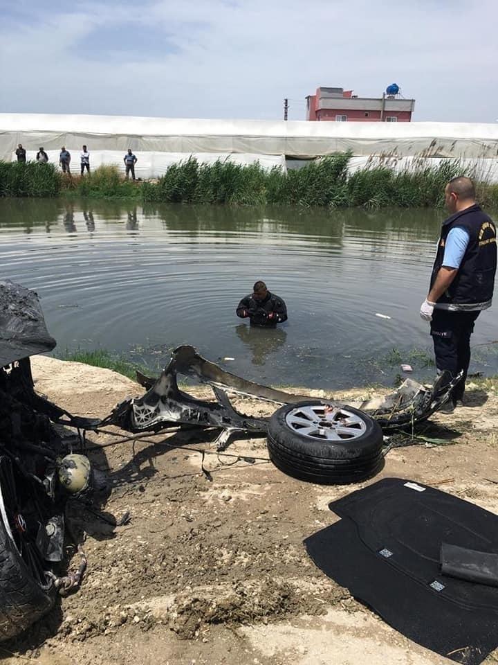 Mersin Akdeniz Adanalıoğlu'nda Kaza! İçinde 4 Kişinin Bulunduğu Lüks Otomobil Dereye Yuvarlandı: 3 Kişi Hayatını Kaybetti