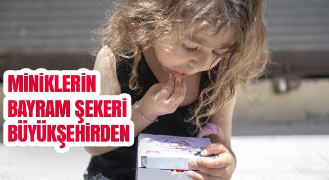 Mersin Büyükşehir'den Çocuklara Bayram Şekeri! Çocuklar Bayramı Şeker Tadında Geçirsin Diye Şekerleri Kapılarına Kadar Götürüldü