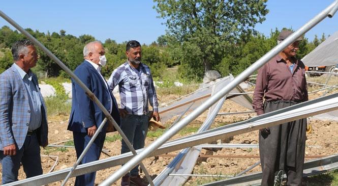 Mersin Erdemli'de Etkili Olan Fırtınanın Mağdur Ettiği Üreticiler Yalnız Kalmadı! Başkan Tollu Fırtınadan Etkilenen Üreticilerin Yanında