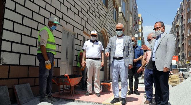 Mersin Akdeniz'deki Hasırcı Caminin Etrafındaki Kaldırımlar Yenilendi