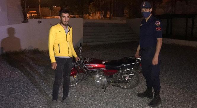 Mersin Silifke'de Evin Önünden Çalınan Motosiklet, Jandarma Tarafından Sahibine Teslim Edildi