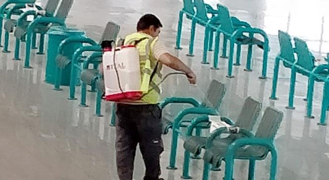 Büyükşehir'den Tarsus Otobüs Terminalinde Dezenfekte ve İlaçlama Çalışması