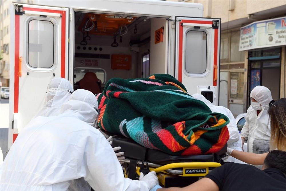 Çaresizlik Gözyaşları Büyükşehir Sayesinde Mutluluk Gözyaşlarına Döndü! Yerinden Kalkamayan 270 Kiloluk Zihinsel Engelli Salim Sakarya'nın İmdadına Büyükşehir Yetişti