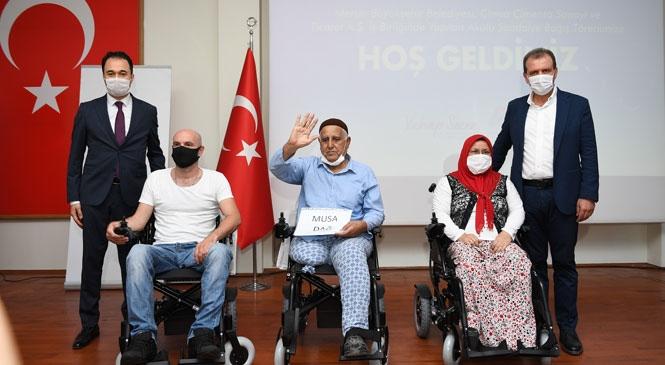 50 Engelli Yurttaş, Mersin Büyükşehir Belediyesi ve Çimsa İşbirliği İle Akülü Tekerlekli Sandalyelerine Kavuştu