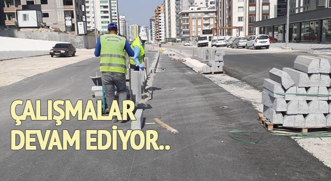 Tarsus'un Kırsal Mahalle Yollarında Bakım ve Tesviye Çalışmaları Sürerken, Ümit Yaşar Oğuzcan Bulvarında Orta Refüj Düzenlemesi Yapılıyor
