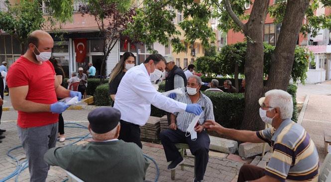 Başkan Ünüvar, Esnafları Ziyaret Edip Maske Dağıttı