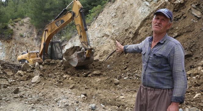 Erdemli Belediyesinden Kapanan Yollarda Hummalı Çalışma