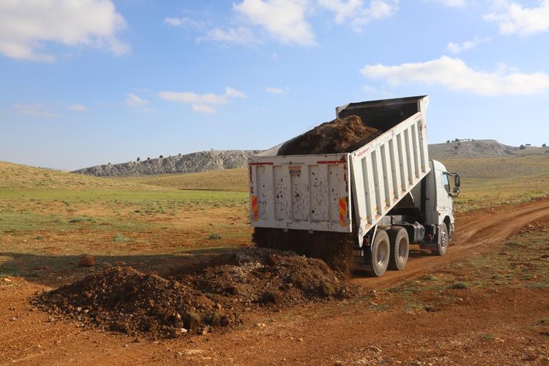 Mersin'in Erdemli İlçesine Bağlı Torosların Zirvesindeki, 2.500 Rakımlı Musabozuldu Yaylasında Yer Alan Yürüklerin Yolları, Erdemli Belediyesi Tarafından Yapılıyor