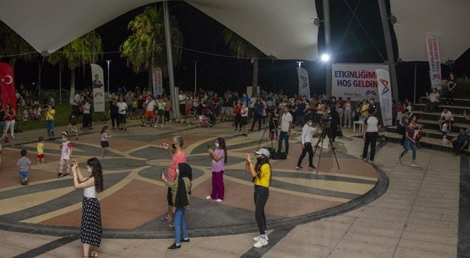 Gençler, YKS Sonrası Büyükşehir'in Konserinde Stres Attı