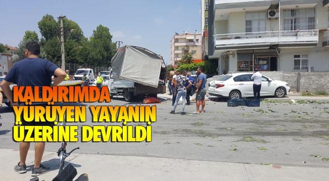 Mersin Tarsus Kent Merkezinde Meydana Gelen Trafik Kazasında 2 Kişi Yaralandı