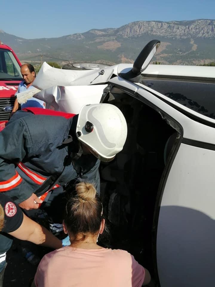 Mersin Silifke - Antalya Yolunda Meydana Gelen Trafik Kazasında Otomobil Hurdaya Döndü