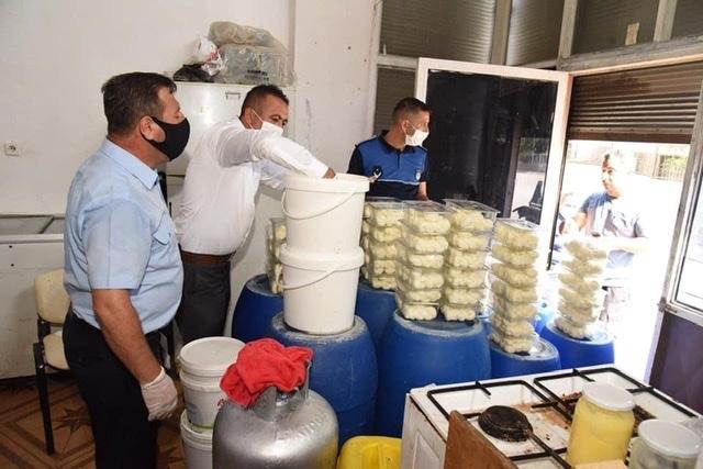 Mersin Toroslar'da Merdiven Altı Süt Ürünleri Üreten İmalathaneye Baskın