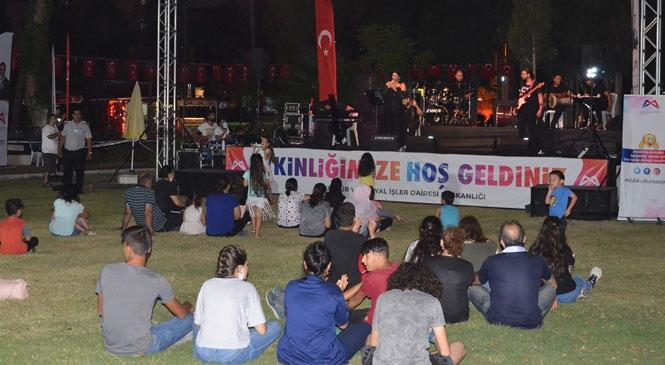 Mersin'de Sosyal Mesafeli Konserler Kente Festival Havası Katıyor! Sandalyesini Kapan Mersinli Büyükşehir'in Konserlerine Koştu