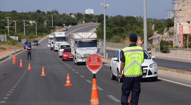 Mersin Jandarması Sivil Görünümlü Ekiplerle Trafik Denetimi Yaptı! Jandarmanın Sivil Kıyafetle Yaptığı Denetimde 40 Bin 12 TL Ceza Uygulandı