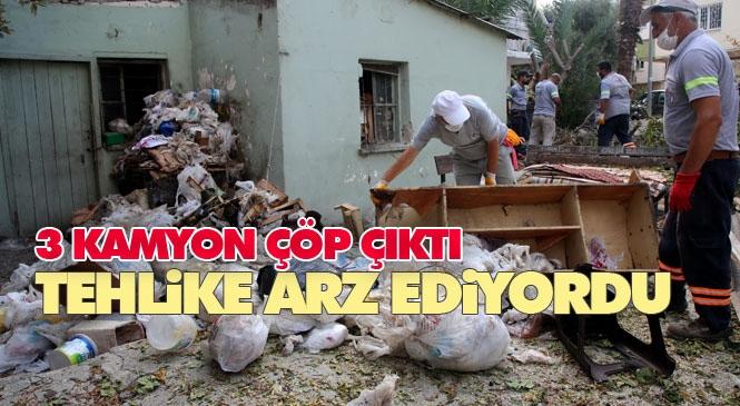 Mersin'de Sahibinin Yaşamını Yitirdiği Evden 3 Kamyon Çöp Çıkarıldı: Üçocak Mahallesi'nde Çöp Ev Temizlendi