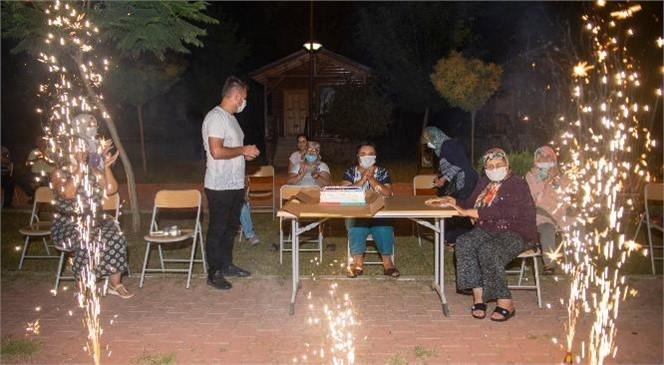Pandemi Süresince Evde Kalan Mersinli Yaş Almışlar, Büyükşehir'in Etkinliğiyle Moral Buldu