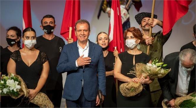 """Başkan Vahap Seçer, Yeni Tiyatro Dergisi 8. Emek ve Başarı Ödülleri'nde """"Emek Ödülü""""Ne Değer Görüldü"""